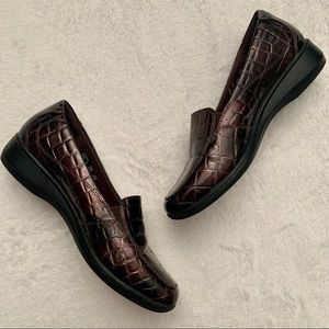 EUC Clark's faux crocodile skin loafers